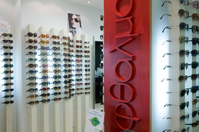00a3110cea Ο Οφθαλμός που βάζει για χρόνια  τα γυαλιά  στο ελληνικό επιχειρείν ...